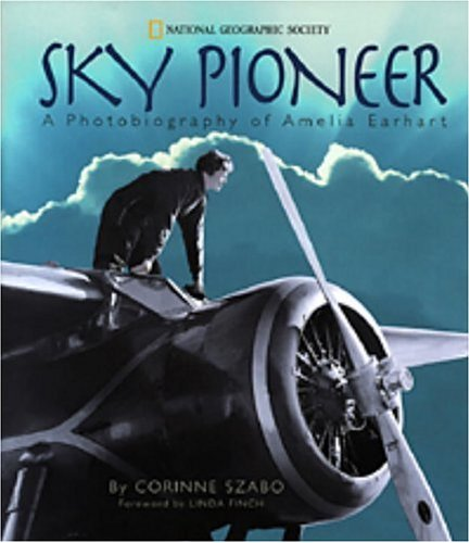 Sky Pioneer: A Photobiography of Amelia Earhart (Photographies) - Corinne Szabo